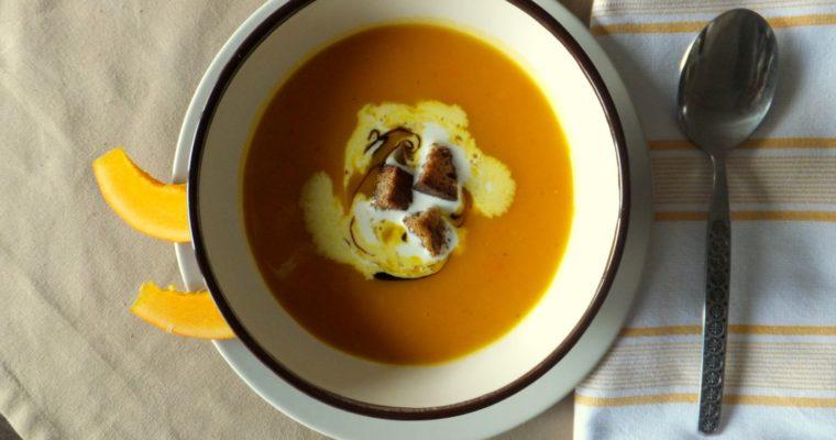 Der Herbst ist ganz nah – Kürbissuppe mit Croutons