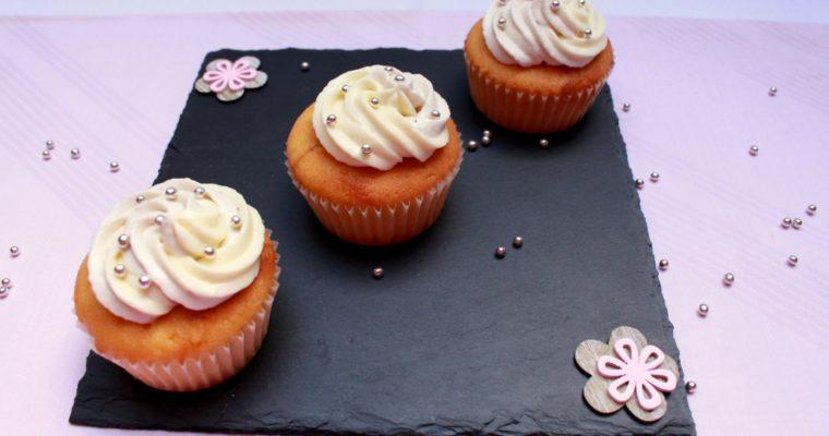 Heidelbeer-Cupcakes und Give Away zum Bloggeburtstag