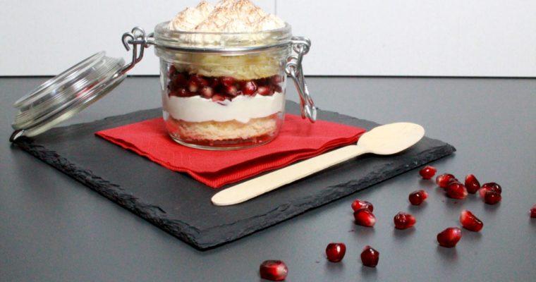Schnelles Dessert mit Bisquit und Granatapfel