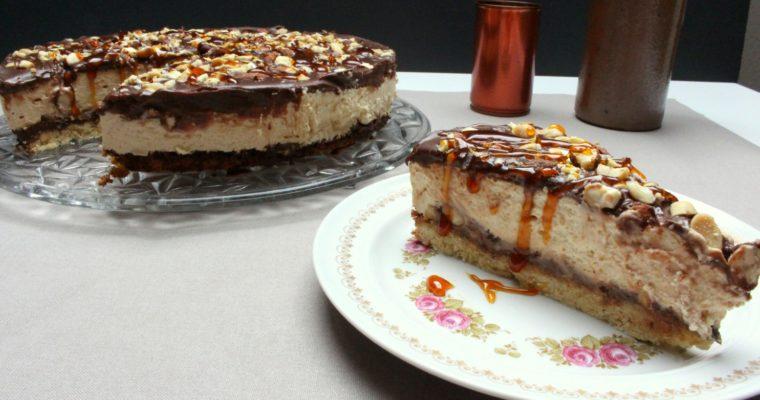 Der hat es in sich – Erdnusscreme-Cheesecake mit Schoko und Karamell