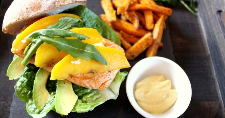Let's cook together – Lachsburger mit Avocado und Mango, dazu Süßkartoffelpommes