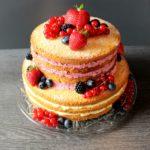 Beeren-Mango Naked Cake