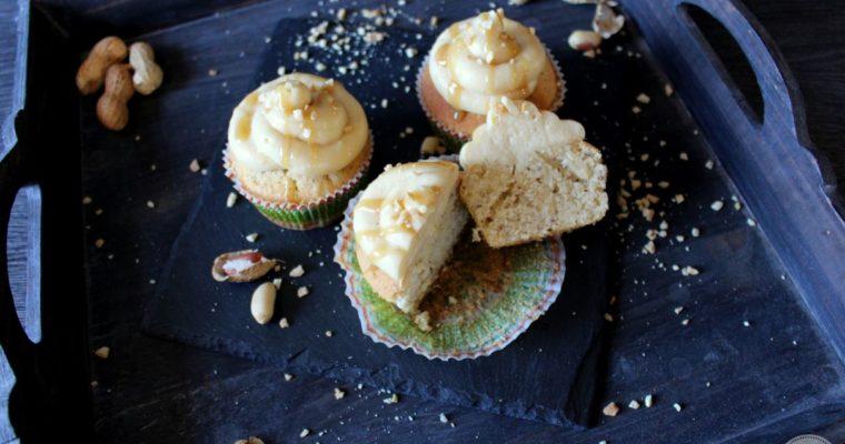 Erdnussbutter-Cupcakes mit Karamellsoße