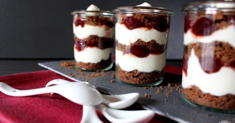 Kirsch-Schoko-Dessert mit Joghurt-Sahne