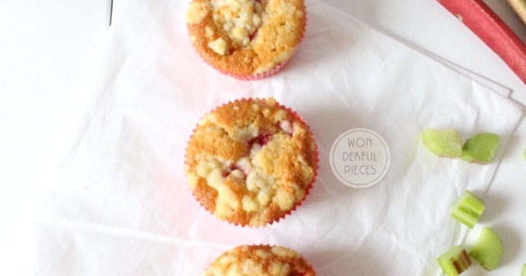 Saftige Erdbeer-Rhabarber-Streusel-Muffins