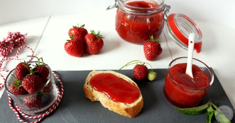 Erdbeer-Rhabarber-Marmelade mit Frischekick