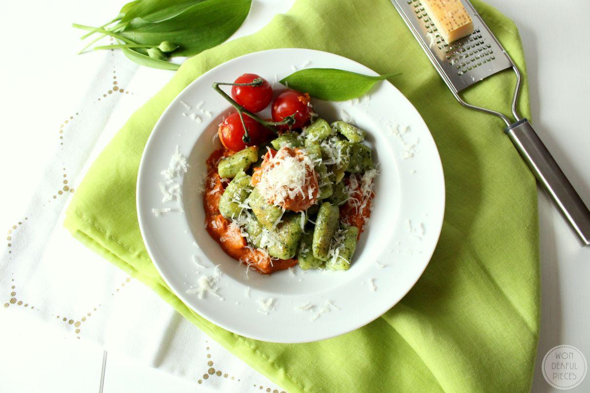Frohe Ostern // Bärlauch-Gnocchi mit Tomaten-Frischkäse-Soße