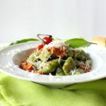 Bärlauch-Gnocchi mit Tomaten-Frischkäse-Soße