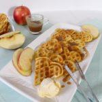 Apfelwaffeln mit Karamellsoße